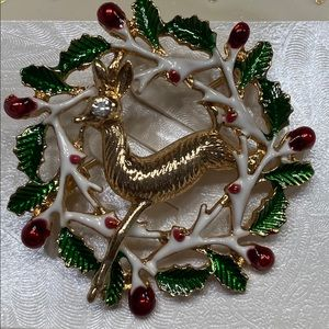 Reindeer wreath broach